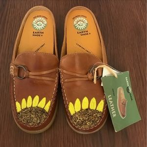 NWT Painted Sunflowers Brown Earth Shoes Mules